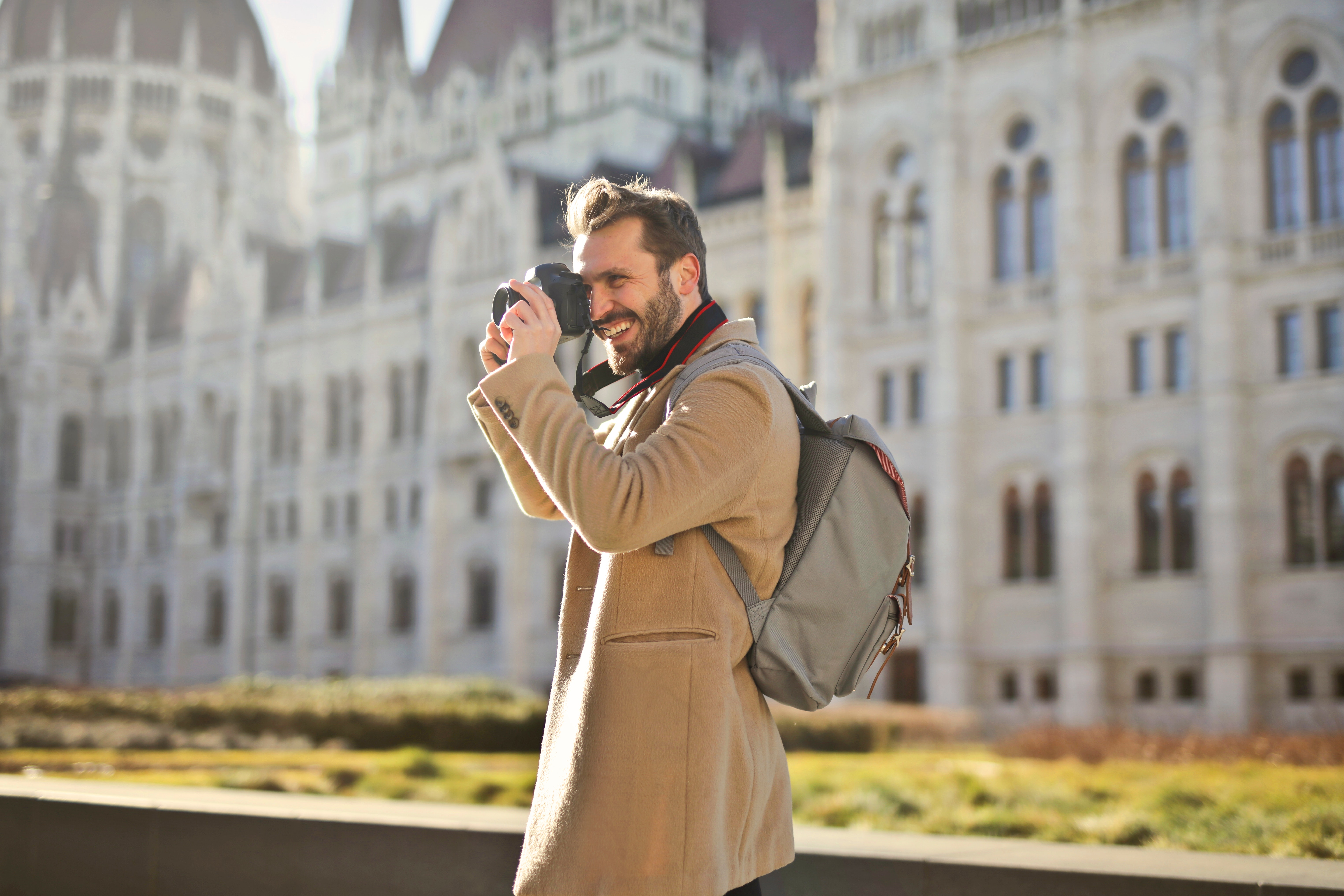 architecture-backpack-beard-842578